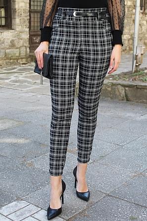 Дамски еластичен панталон черно-бяло едро каре 90061
