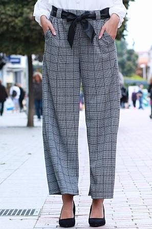 Модерен дамски свободен панталон пепит с панделка 85582