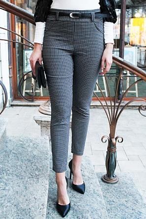 Дамски еластичен панталон черно-бяло дребно каре 90062