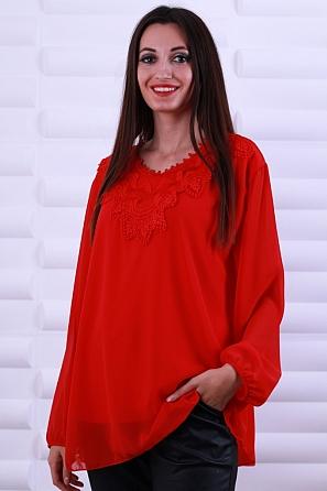 Интересна шифонена блуза с ефектна дантела по деколтето 8623