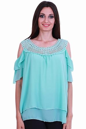 Шифонена блуза с ефектно деколте и голи рамена 8381