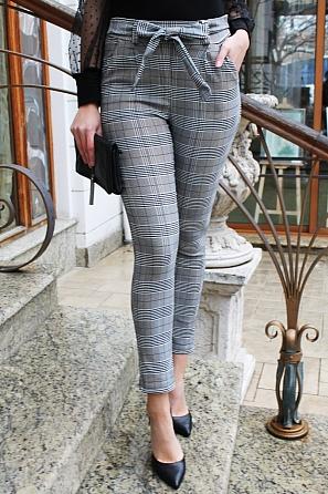 Елегантен дамски панталон каре с панделка 90051