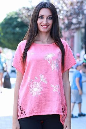 Памучна дамска блуза с щампа и красива дантела в долната част 8478