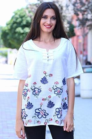 Памучна дамска блуза с ефектно деколте и цветни шевици 8457