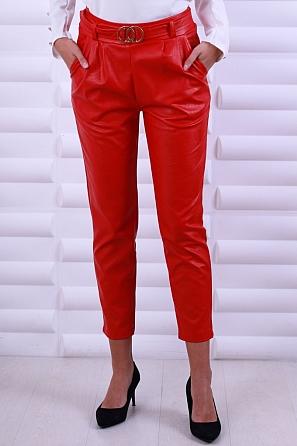 Ефектни кожени дамски панталони с колан с катарама 8626