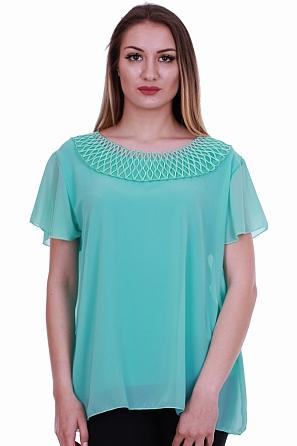 Шифонена блуза със стилен акцент по деколтето 8380