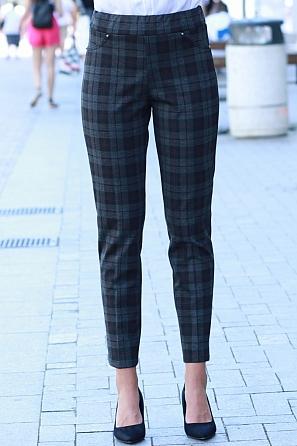 Стилен плътен дамски панталон на карета 8551