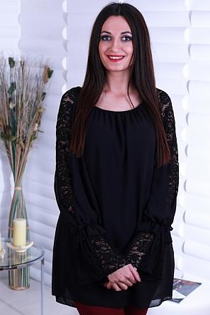 Едноцветна дамска блуза с атрактивен ръкав 8719