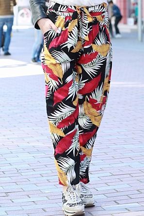 Дамски свободен панталон с флорални мотиви 8384