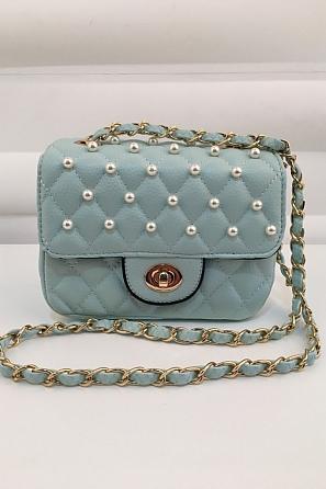 Малка чантичка с перлен акцент 1025