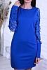 Едноцветна дамска рокля с ефектни изрязани ръкави